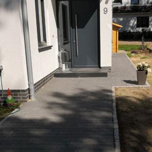 Pflasterung - Hauseingang und Weg