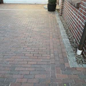 Pflasterarbeiten und Pflasterung der Garageneinfahrt und Hauseingang