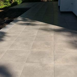 Terrasse Pflastern mit 50x50 Steinplatten